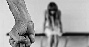 47% mladih smatra da mladić ili djevojka imaju pravo udariti partnericu ili partnera!